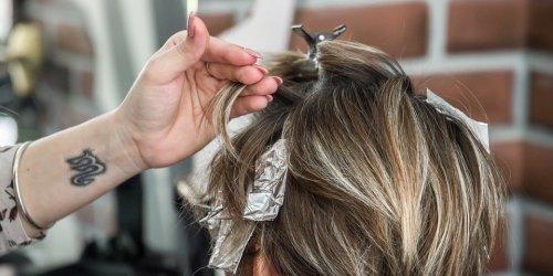 Não há segurança em pintar cabelo na gravidez, afirmam médicos